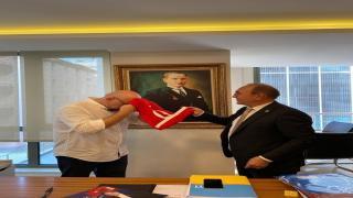 İyi Parti Antalya İl Başkanı Mehmet Başaran, esnafları gezdi